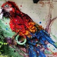 Plasztikus graffitik utcai hulladékból