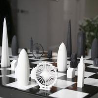 Különleges sakk-készlet London emblematikus épületeivel