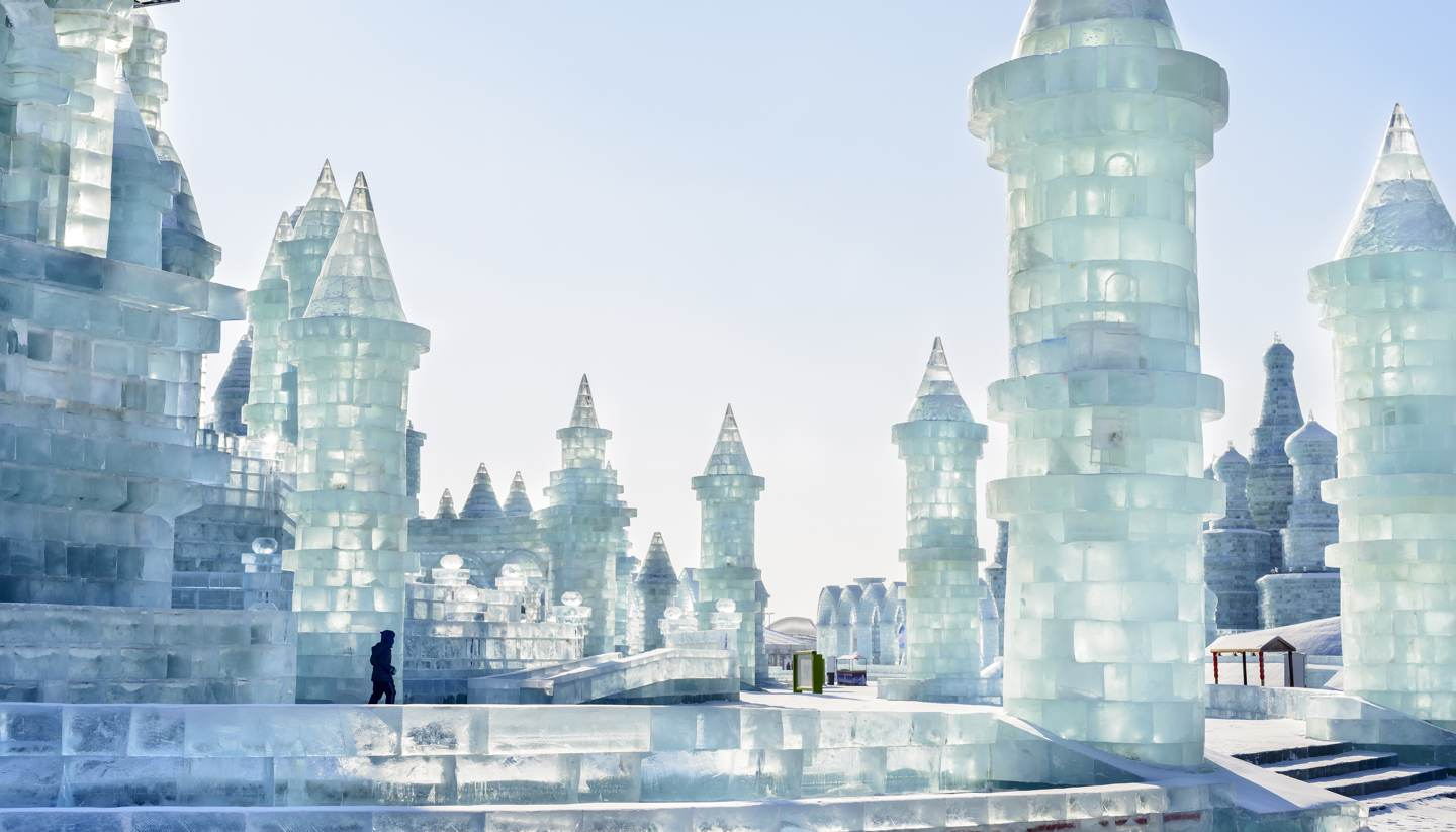 0shu-editorial-hero-ice-building-in-the-17th-harbin-china-ice-and-snow-world-388889101-aphotostory-1440x823.jpg