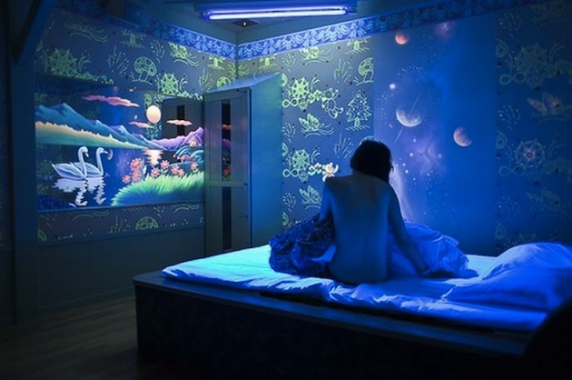 10-Creative-Spaces-Featuring-Blacklights-8.jpeg