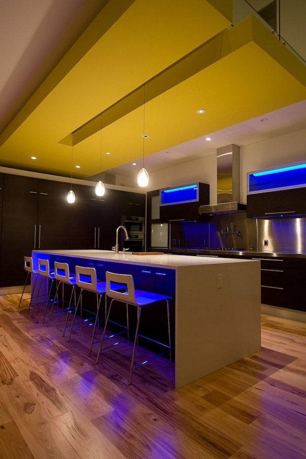 10-Creative-Spaces-Featuring-Blacklights-9.jpeg