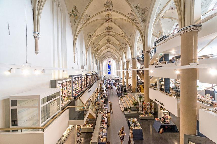 52201870e8e44ea42e000059_waanders-in-de-broeren-bk-architecten_joop_van_putten_01-528x352_1.jpg