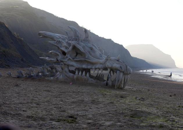 Game-of-Thrones-40-Foot-Dragon-Skull-in-England-1.jpg