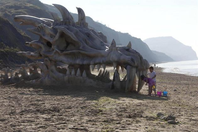 Game-of-Thrones-40-Foot-Dragon-Skull-in-England-3.jpg