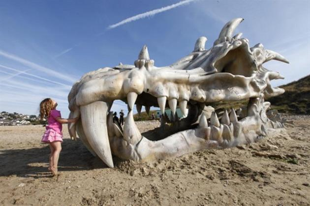 Game-of-Thrones-40-Foot-Dragon-Skull-in-England-4.jpg