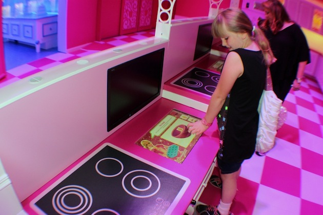 Life-Sized-Barbie-Dreamhouse-Tour-Experience-Florida-Berlin-10.jpeg