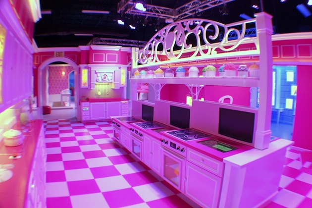 Life-Sized-Barbie-Dreamhouse-Tour-Experience-Florida-Berlin-11.jpeg