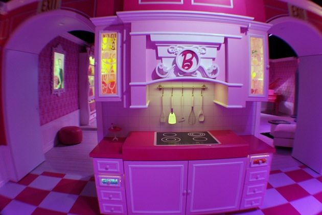 Life-Sized-Barbie-Dreamhouse-Tour-Experience-Florida-Berlin-12.jpeg