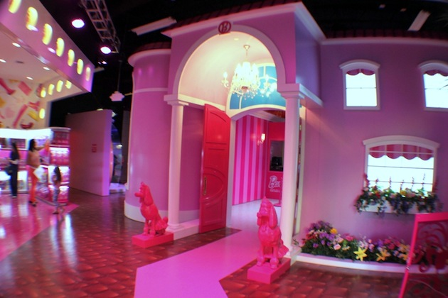 Life-Sized-Barbie-Dreamhouse-Tour-Experience-Florida-Berlin-13.jpeg