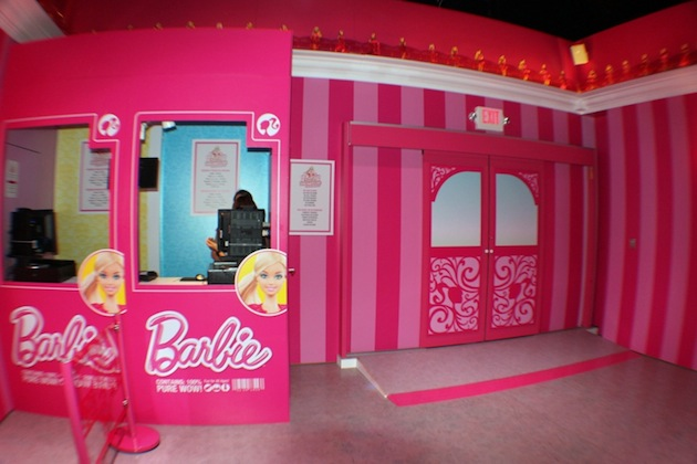 Life-Sized-Barbie-Dreamhouse-Tour-Experience-Florida-Berlin-14.jpeg