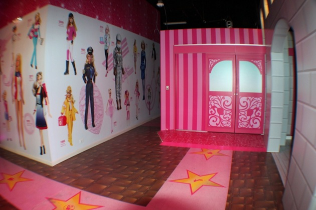 Life-Sized-Barbie-Dreamhouse-Tour-Experience-Florida-Berlin-17.jpeg