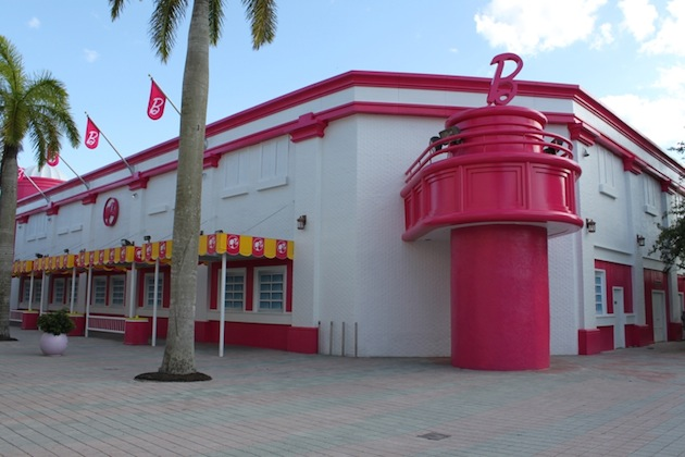 Life-Sized-Barbie-Dreamhouse-Tour-Experience-Florida-Berlin-18.jpeg