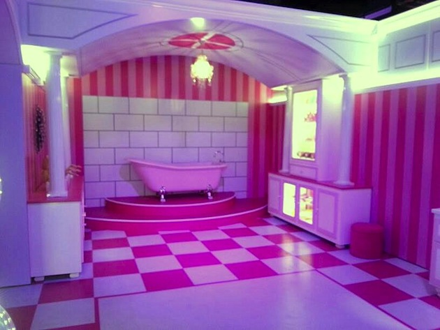 Life-Sized-Barbie-Dreamhouse-Tour-Experience-Florida-Berlin-3.jpeg