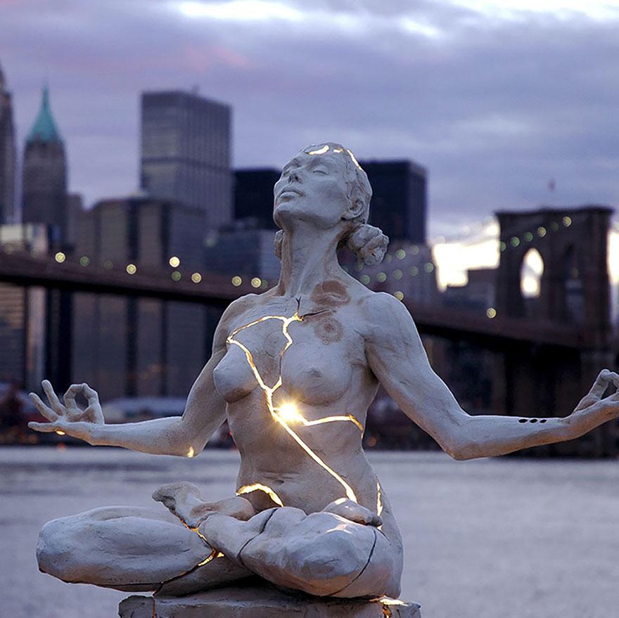 amazing-sculptures-4-57baeebfe5f1e_880.jpg