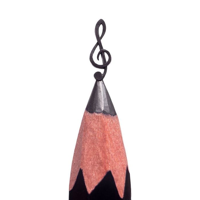 artist-makes-tiny-and-incredible-sculptures-on-the-tip-of-pencils-5ec7763f2cb35_700.jpg