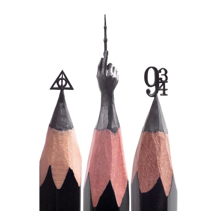 artist-makes-tiny-and-incredible-sculptures-on-the-tip-of-pencils-5ec77640d826b_700_1.jpg