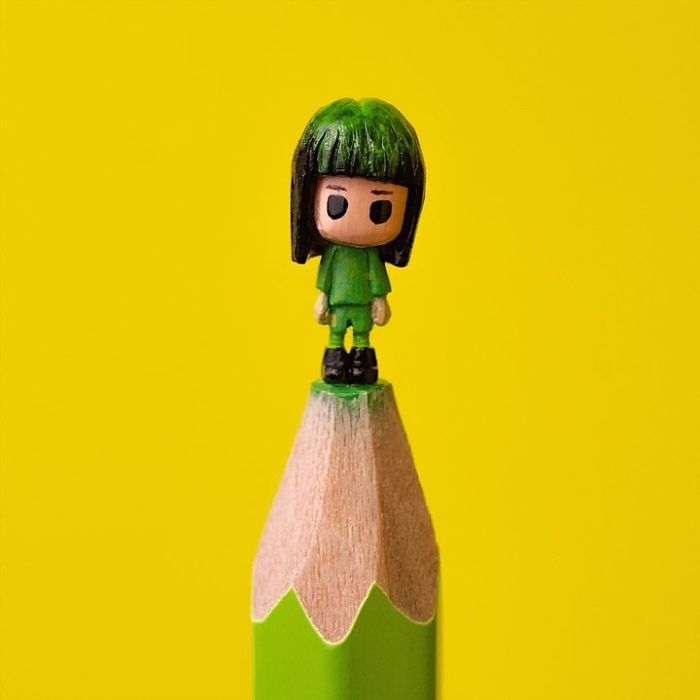 artist-makes-tiny-and-incredible-sculptures-on-the-tip-of-pencils-5ec7772ca5946_700.jpg