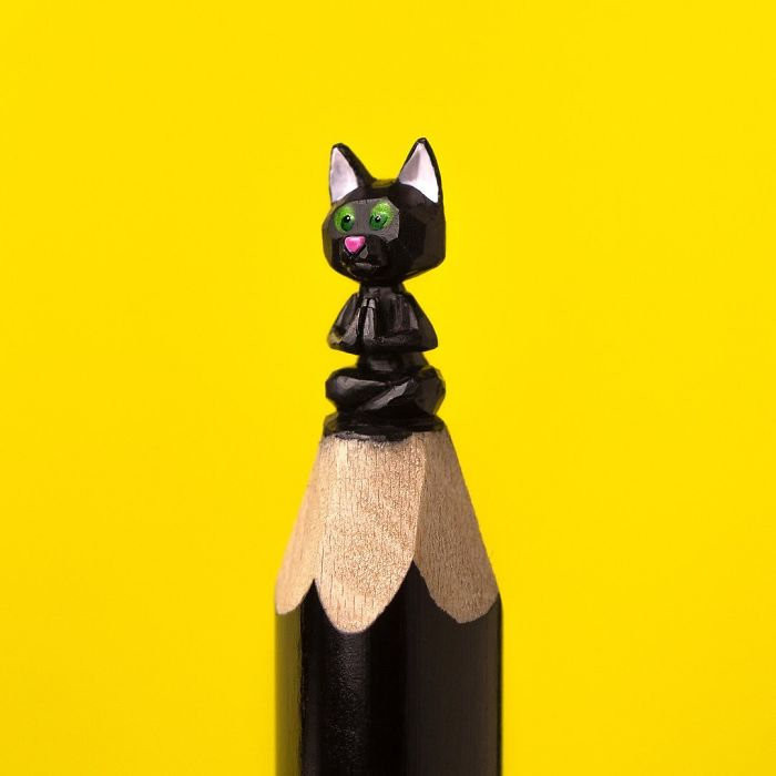 artist-makes-tiny-and-incredible-sculptures-on-the-tip-of-pencils-5ec777505c815_700.jpg