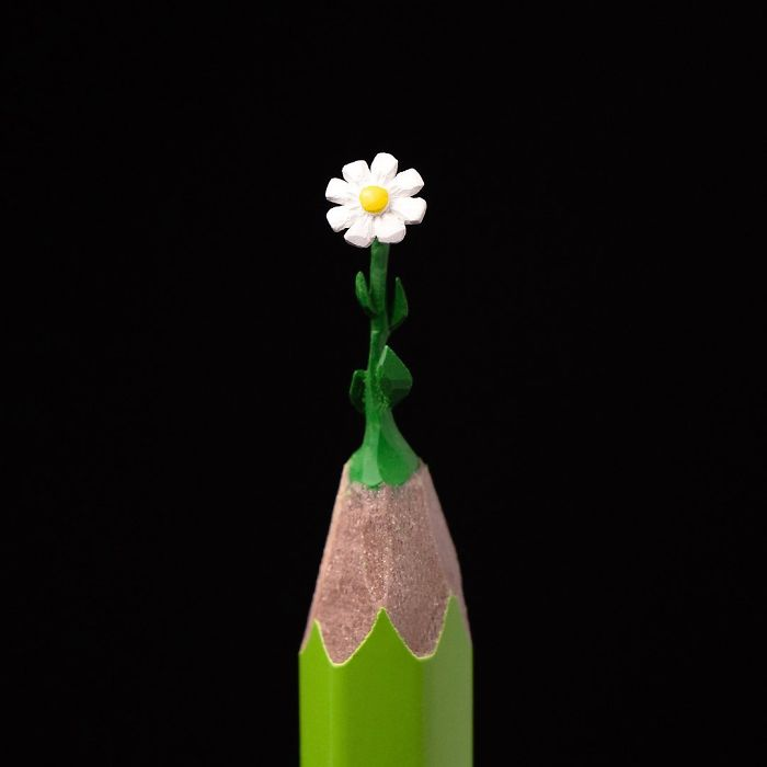 artist-makes-tiny-and-incredible-sculptures-on-the-tip-of-pencils-5ec777583deaf_700.jpg