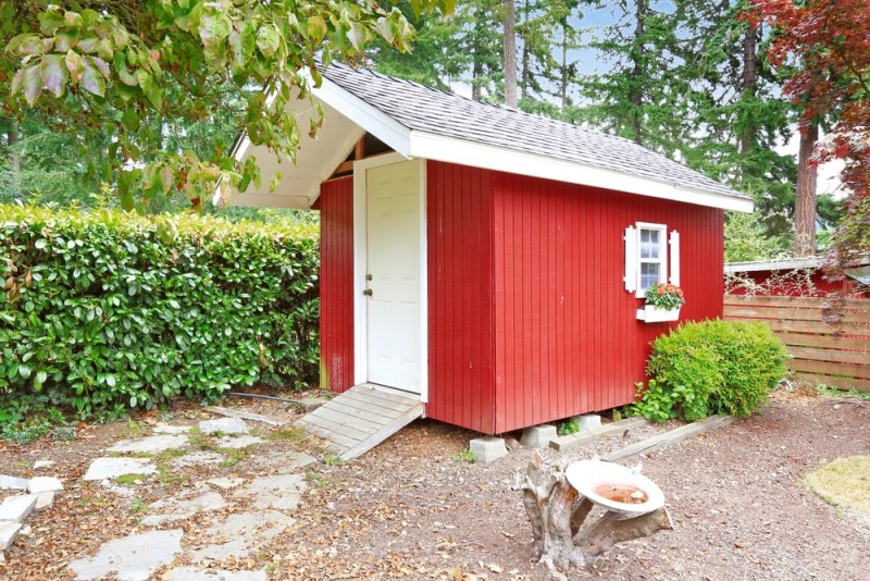 bright-red-wooden-shed-on-backyard-area-min-e1437630765219.jpg