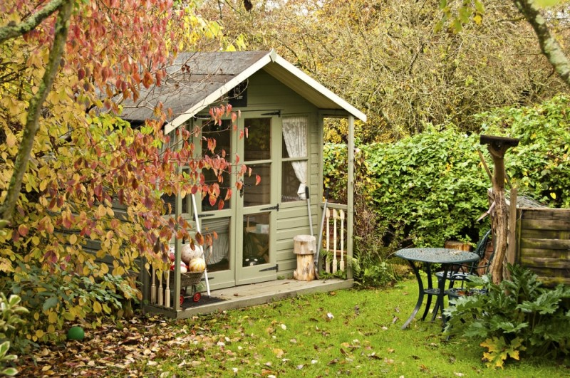 fall-leaves-surround-the-summerhouse-at-the-bottom-of-the-garden-min-e1437631725706.jpg
