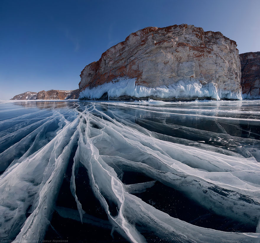 frozen-lake-pond-ice-8_880.jpg