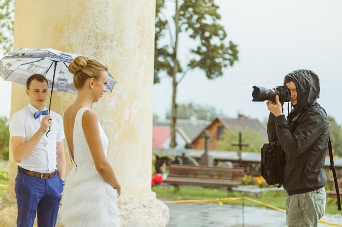 funny-crazy-wedding-photographers-behind-the-scenes-27-5774e2e2d3c10_700.jpg