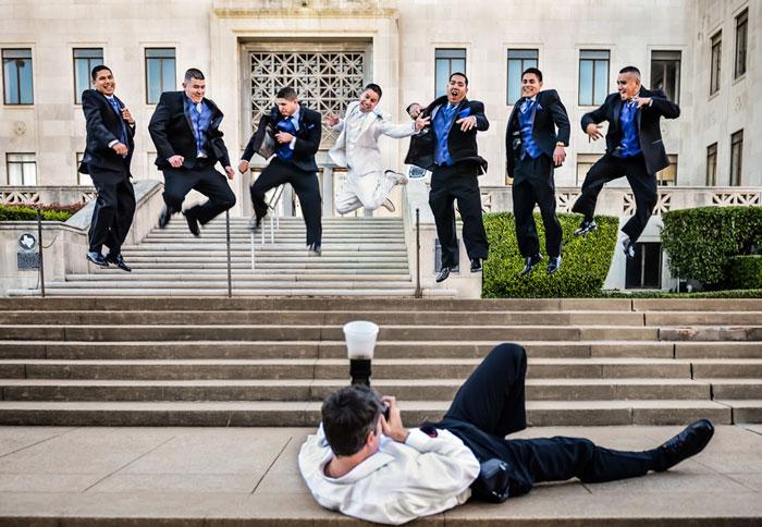 funny-crazy-wedding-photographers-behind-the-scenes-30-5774e2ec294b7_700.jpg