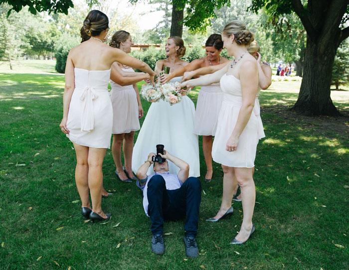 funny-crazy-wedding-photographers-behind-the-scenes-31-5774e2ef1e0db_700.jpg