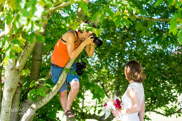 funny-crazy-wedding-photographers-behind-the-scenes-36-5774e2fee55fb_700.jpg