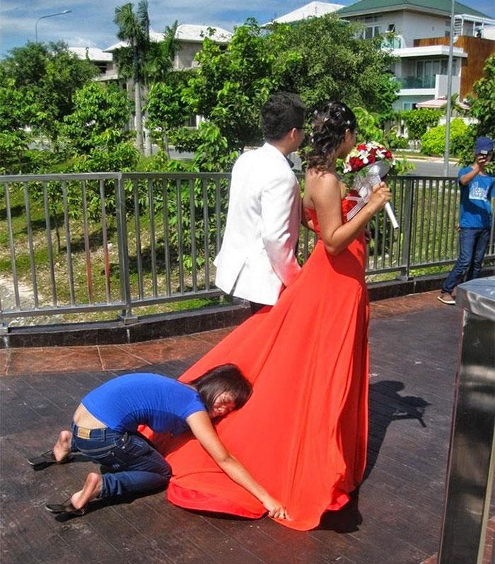 funny-crazy-wedding-photographers-behind-the-scenes-43-5774e312ea3cc_700.jpg