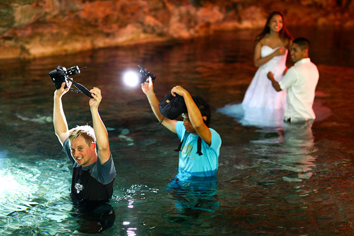 funny-crazy-wedding-photographers-behind-the-scenes-46-5774e31cb7a23_700.jpg