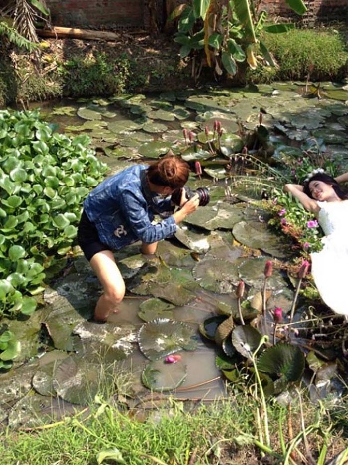 funny-crazy-wedding-photographers-behind-the-scenes-48-57752d9dcf85c_700.jpg