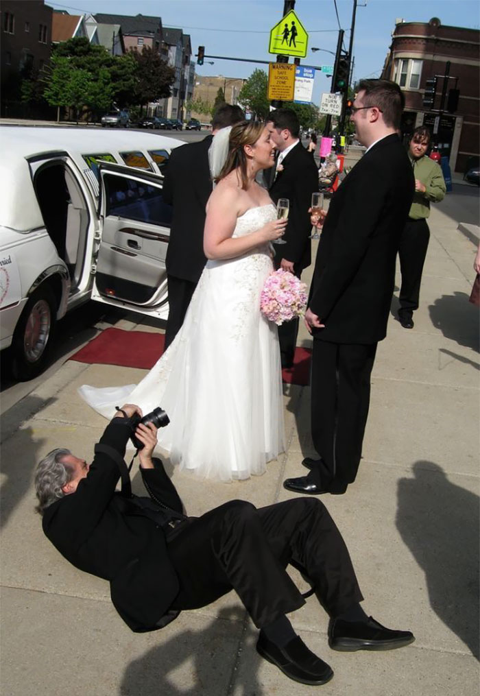 funny-crazy-wedding-photographers-behind-the-scenes-49-5774e324d57d3_700.jpg