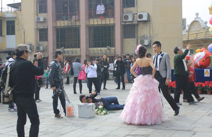 funny-crazy-wedding-photographers-behind-the-scenes-50-5774e32863de5_700.jpg