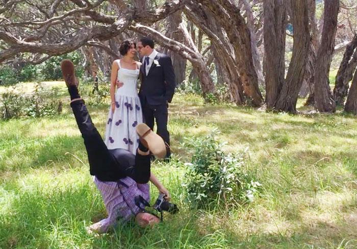 funny-crazy-wedding-photographers-behind-the-scenes-52-5774e32e3a5f0_700.jpg