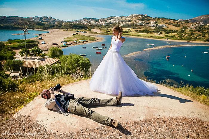 funny-crazy-wedding-photographers-behind-the-scenes-55-5774e3383db8e_700.jpg