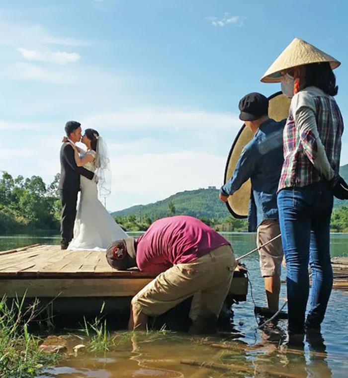 funny-crazy-wedding-photographers-behind-the-scenes-7-5774e2a47388e_700.jpg