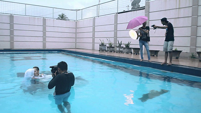 funny-crazy-wedding-photographers-behind-the-scenes-a70-5775125e67ee4_700.jpg