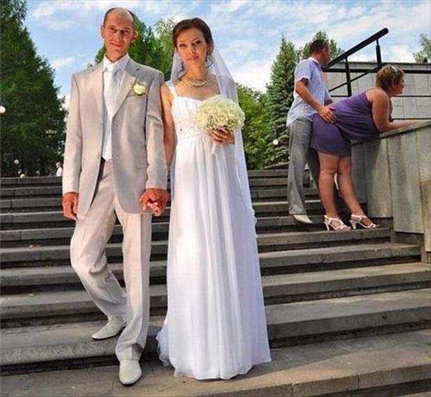 funny-wedding-photobomb.jpg