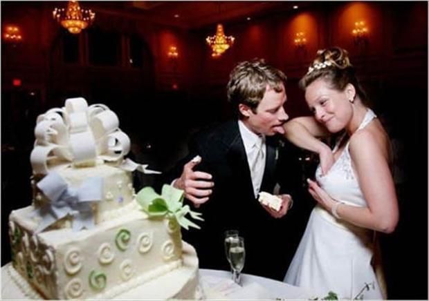 funny-wedding-pictures-bride-adjusting-boobs.jpg
