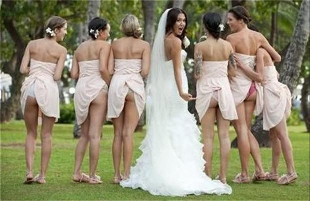 funny-wedding-pictures-bridesmaid-butts.jpg