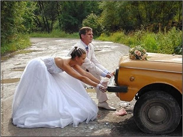 funny-wedding-pictures-car-broke-down.jpg