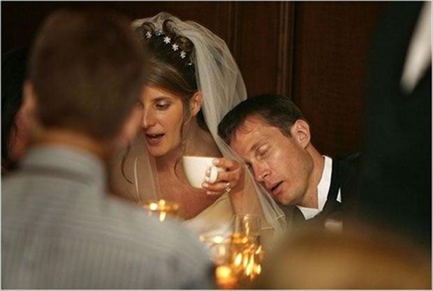funny-wedding-pictures-groom-falls-alseep.jpg