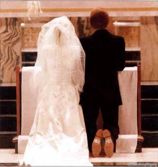 funny-wedding-pictures-help-me-groom.jpg