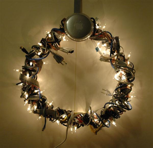 geek-christmas-wreaths-design-and-decorating-ideas-unique-and-creative-600x579.jpg