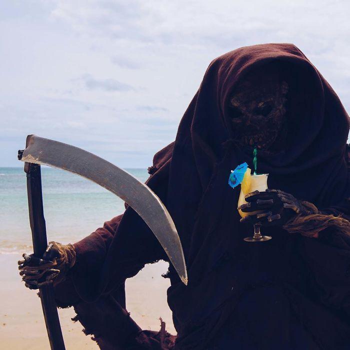 grim-reaper-beach-instagram-photos-swimreaper-24-59f6e99ba211c_700.jpg