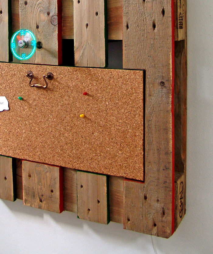 i-transformed-pallets-into-a-functional-wall-decoration-586e1756572b9_700.jpg