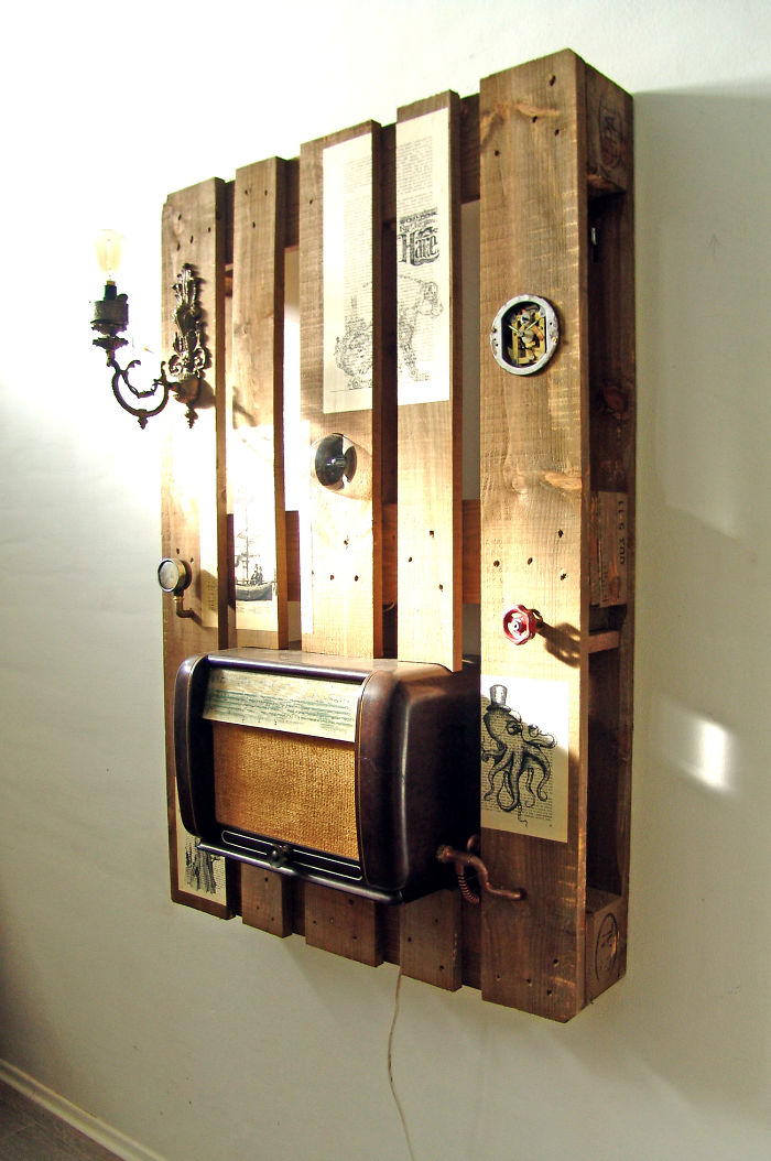 i-transformed-pallets-into-a-functional-wall-decoration-586e183784ee4_700.jpg