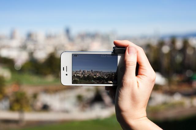 iphone-shutter-grip-7b4b.0000001330104345.jpg